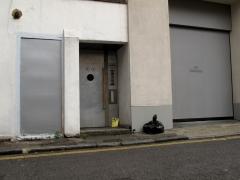 surprised-doorway