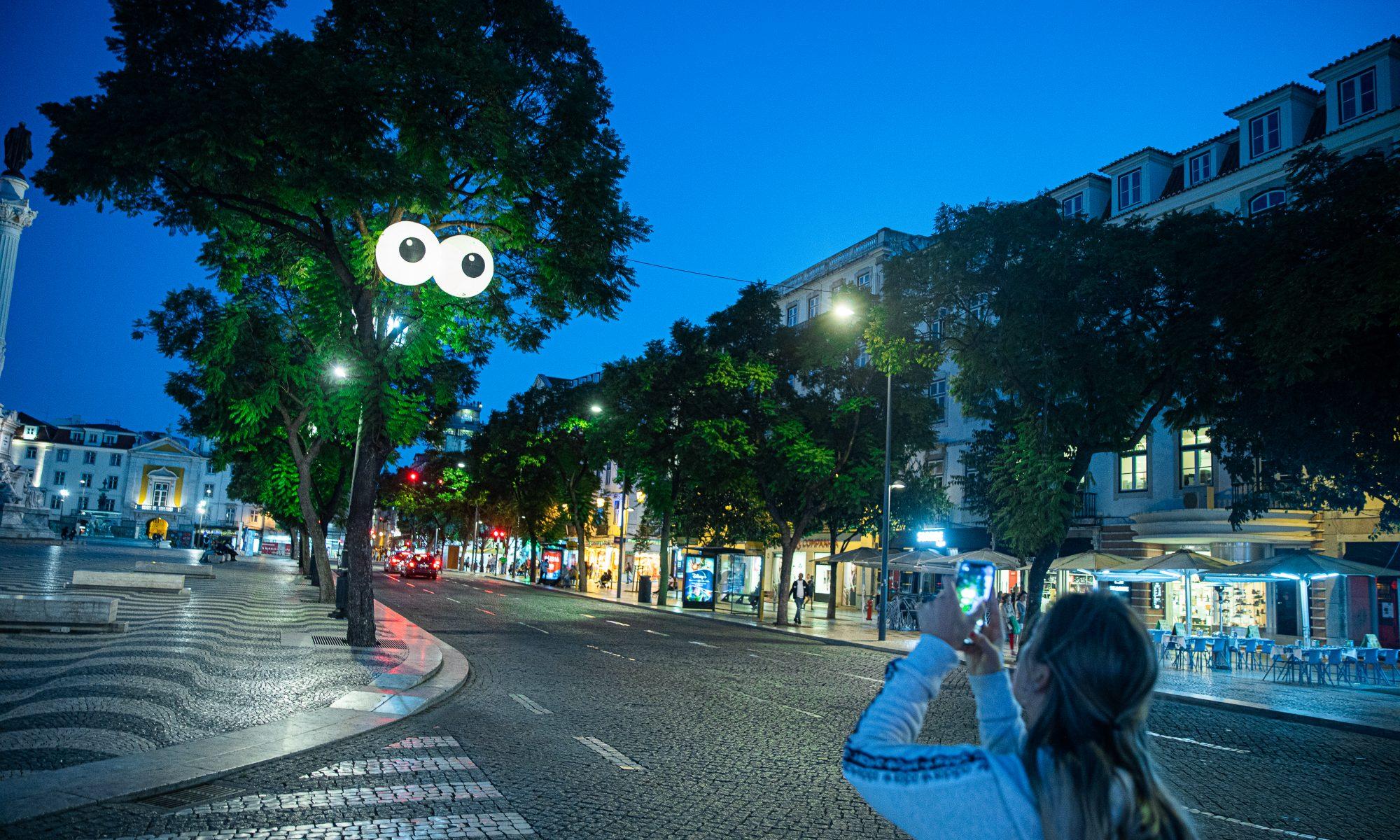 Lisbon, Portugal - Pair of 1.5m inflatable eyeballs - ©ALÍPIO-PADILHA_TARUMBA